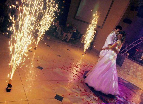 mariés-première-dance-feu-d'artifice